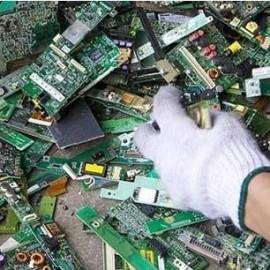 電子廢物回收 點石成」金」 回收提煉變金條  近來金價近腰斬 業者轉型做回收代工